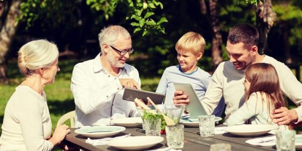 Comer em família é um ritual que nos aproxima e nos ensina sobre convivência